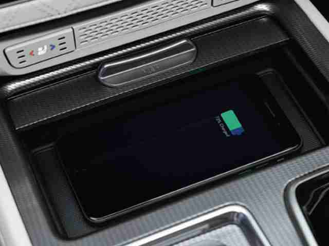 ssangyong rexton wireless charging